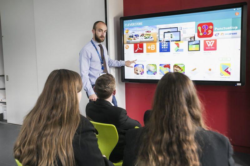 Kako pravilna uporaba tehnologij zmanjša stopnjo stresa pri učiteljih